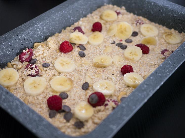 Baked-Oatmeal-banane-himbeeren