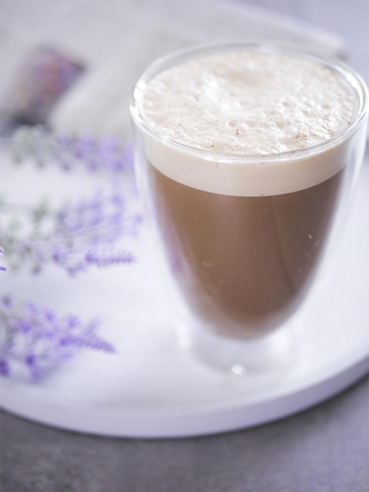 Rezept für gesunden Eiskaffee mit Protein